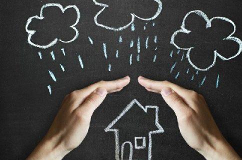 Tips Hindari Atap Rumah Bocor Saat Masuk Musim Hujan