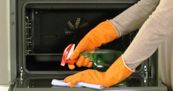 5 Langkah Mudah Bersihkan Oven