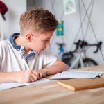 7 Cara Ini Bantu Anak Anda Lebih Fokus Saat Belajar di Rumah