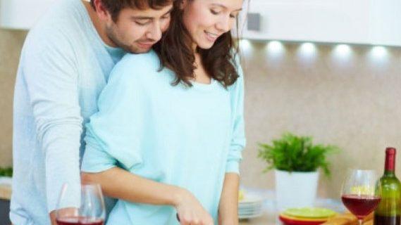 Cara Asyik Jalani Puasa Bersama Pasangan di Rumah